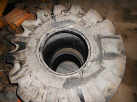 R100 trencher tyres , 21.5L x 16.1