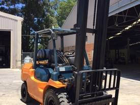 Used Toyota 7FG40 LPG forklift - picture1' - Click to enlarge