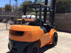 Used Toyota 7FG40 LPG forklift - picture9' - Click to enlarge