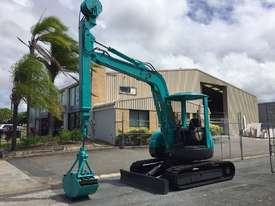 KOBELCO SK50UR EXCAVATOR WITH CLAM SHELL BUCKET