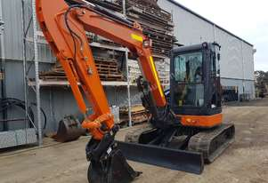 2013 HITACHI 5T EXCAVATOR WITH LOW 2180 HOURS