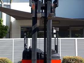 Used Forklift: R16HD Genuine Preowned Linde 1.6t - picture2' - Click to enlarge