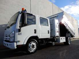 Isuzu NQR450 Tray Truck - picture0' - Click to enlarge
