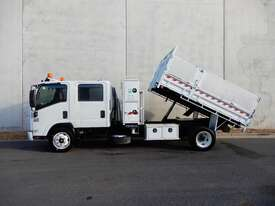 Isuzu NQR450 Tray Truck - picture2' - Click to enlarge