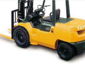 3.5 - 5.0 Tonne 7-Series 4-Wheel Forklift - picture2' - Click to enlarge