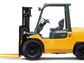 3.5 - 5.0 Tonne 7-Series 4-Wheel Forklift - picture0' - Click to enlarge