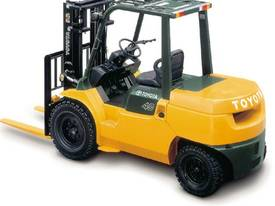 3.5 - 5.0 Tonne 7-Series 4-Wheel Forklift - picture4' - Click to enlarge