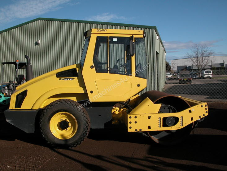BOMAG BW177 VIBRATING SMOOTH DRUM ROLLER