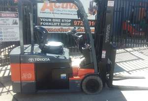 TOYOTA 4 WHEEL ELECTRIC FORKLIFT 2 TON CONTAINER MAST MODEL 2010