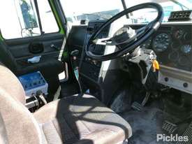 2003 Mack ML - picture10' - Click to enlarge