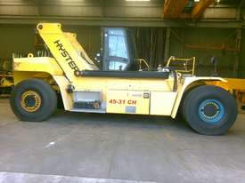 9.0T Diesel Reach Stacker - picture0' - Click to enlarge