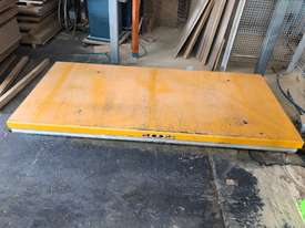 Scissor Lift & Motorised out-feed conveyor - picture0' - Click to enlarge