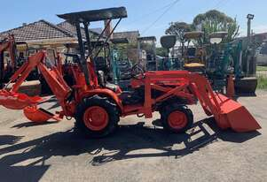 Kubota B7200  HST with used back hoe and front end loader