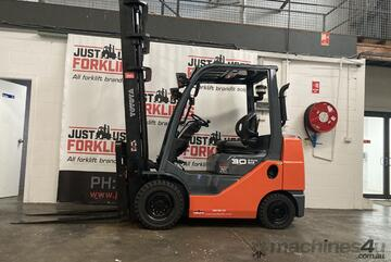 TOYOTA 8FDK30 30091 2 STAGE MAST COMPACT DIESEL FORKLIFT 3 TON 3000 KG CAPACITY