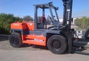 10 TONNE TOYOTA FORKLIFT DIESEL CONTAINER HANDLER IN VERY GOOD CONDITION