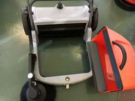New Manual sweeper - picture1' - Click to enlarge