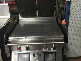 Taylor L820 / Burger maker/Clamp press - picture3' - Click to enlarge