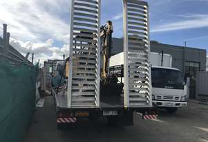 Isuzu 1997 beavertail truck with ramps