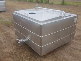 STAINLESS STEEL TANK, MILK VAT 900 LT - picture0' - Click to enlarge