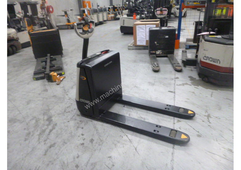 Crown Electric Pallet Movers WP2315 (Perth branch)