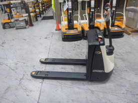 Crown Electric Pallet Movers WP2315 - picture5' - Click to enlarge