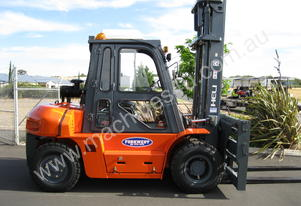 TCM and Heli Diesel Hire 7000kg Forklifts
