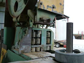 Working Robinson 48 inch Band Saw . - picture1' - Click to enlarge