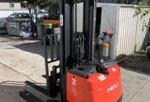 Heli CQDH14/850 1400kg Container entry walkie stacker.