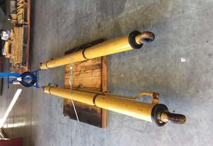 Caterpillar 735/D350E Lift Cylinders