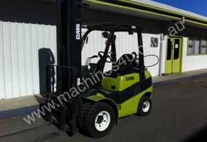 2.5 Tonne LPG (Gas) Forklift FOR HIRE * Clark C25L