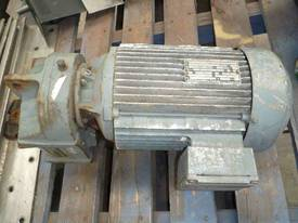 SEW EURODRIVE REDUCTION BOX MOTOR/ 64RPM - picture2' - Click to enlarge