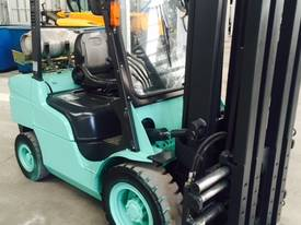 Used LPG Mitsubishi 3.5 tonne forklift - picture1' - Click to enlarge