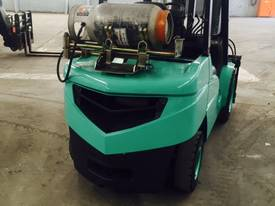 Used LPG Mitsubishi 3.5 tonne forklift - picture2' - Click to enlarge
