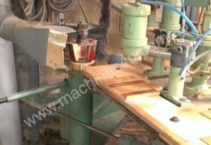 Rotating table spindle moulder with pnuematic clam