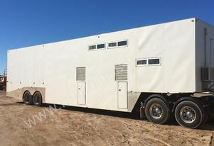 Semi trailer horse float with accomodation