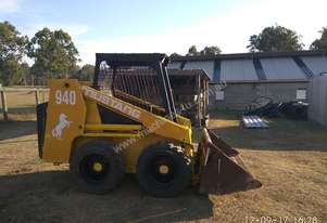 Mustang 940 Skid Steer with attachments
