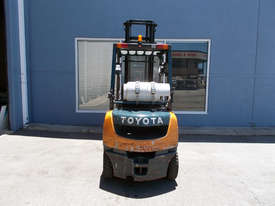 Toyota 2500 kg LPG Forklift - picture2' - Click to enlarge