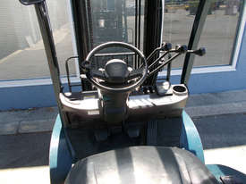 Toyota 2500 kg LPG Forklift - picture3' - Click to enlarge