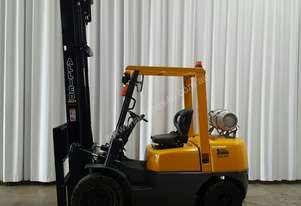 IMMACULATE 3 TONNE TCM LPG FORKLIFT WITH MAST