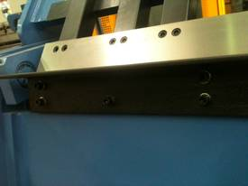 Aussie Designed 4000mm X 4mm Hydraulic - picture4' - Click to enlarge