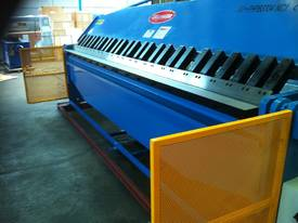 Aussie Designed 4000mm X 4mm Hydraulic - picture2' - Click to enlarge