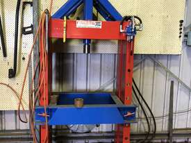 Broaching Press - picture0' - Click to enlarge
