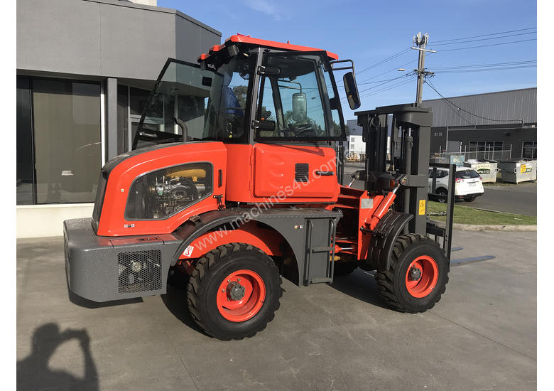 2018 Summit 3 Tonne 4WD Rough Terrain Forklift with  3 Stage 4.5 meter Mast