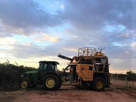 Grape Harvester - picture0' - Click to enlarge