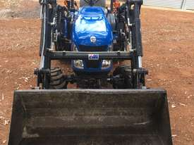 New Holland Boomer 1030 FWA/4WD Tractor - picture2' - Click to enlarge
