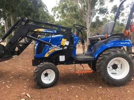 New Holland Boomer 1030 FWA/4WD Tractor - picture1' - Click to enlarge
