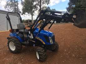 New Holland Boomer 1030 FWA/4WD Tractor - picture3' - Click to enlarge