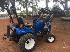 New Holland Boomer 1030 FWA/4WD Tractor - picture4' - Click to enlarge