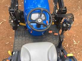 New Holland Boomer 1030 FWA/4WD Tractor - picture12' - Click to enlarge