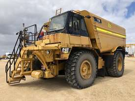 Caterpillar 773D Water Truck - picture0' - Click to enlarge